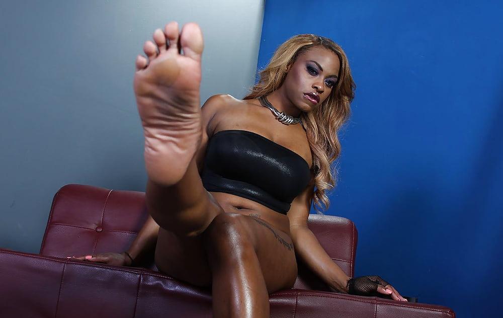 Feet domination ebony hot porn