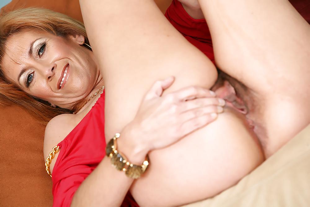 terplyu-porno-foto-sladkih-maminih-pisek-spermi