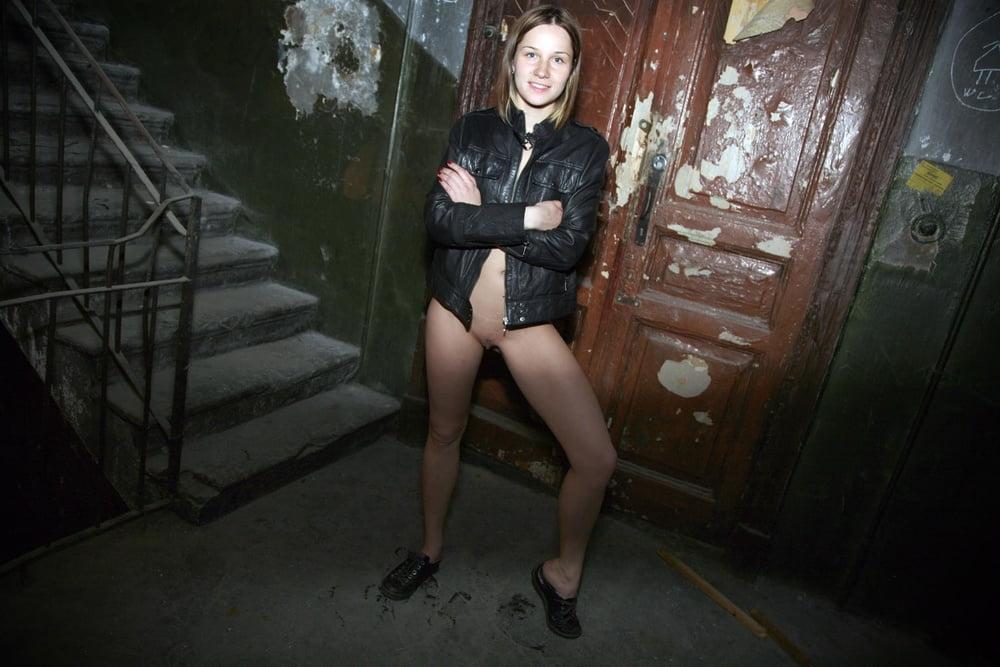 Фото голых девушек подъезд — 4