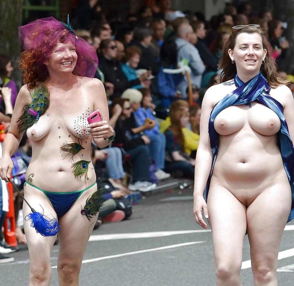 также голые девушки на параде любви видео эротика это целый