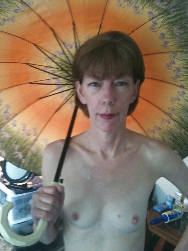 Submissive cuckold amateur