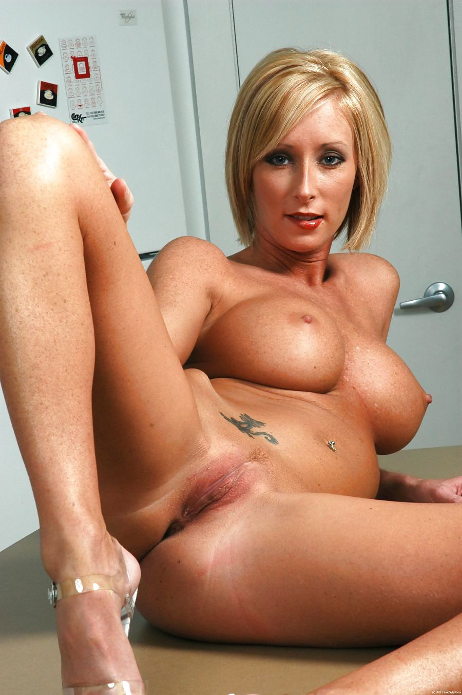 Nude shaved cougar, blood rain sex scene