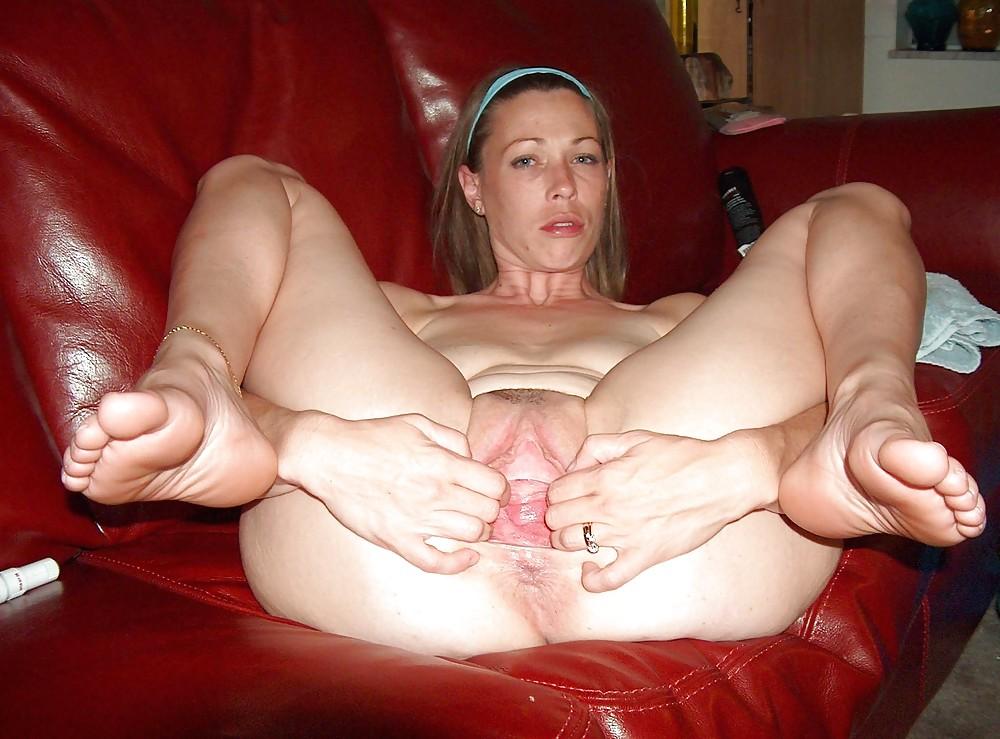 фото голых зрелых с раздвинутыми ногами - 5