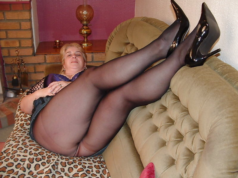 pics-of-mature-woman-in-pantyhose