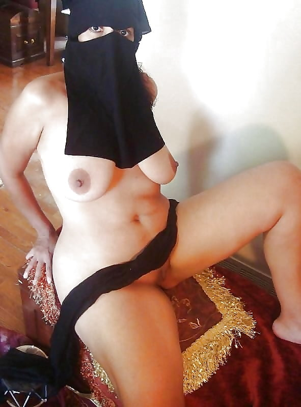 famous-arabian-females-nak-amateur-gangbang-cream-pie