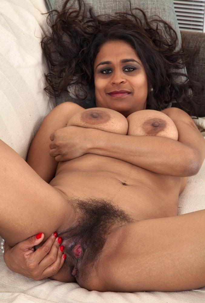 Kashmiri girl showing boobs
