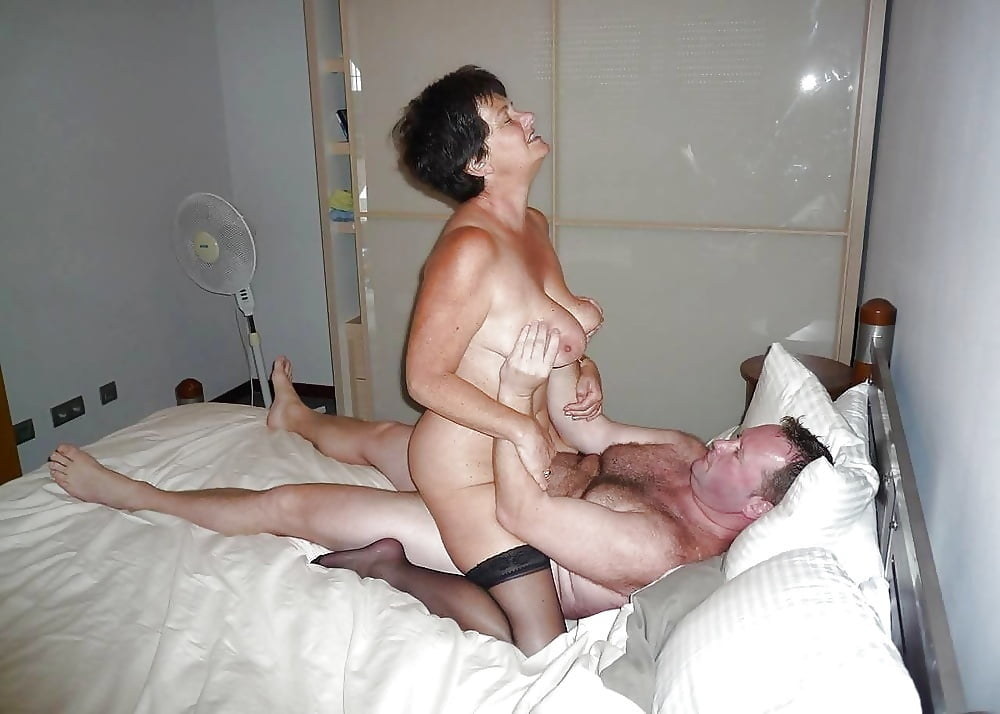 Watch swinging couple gives it a swap