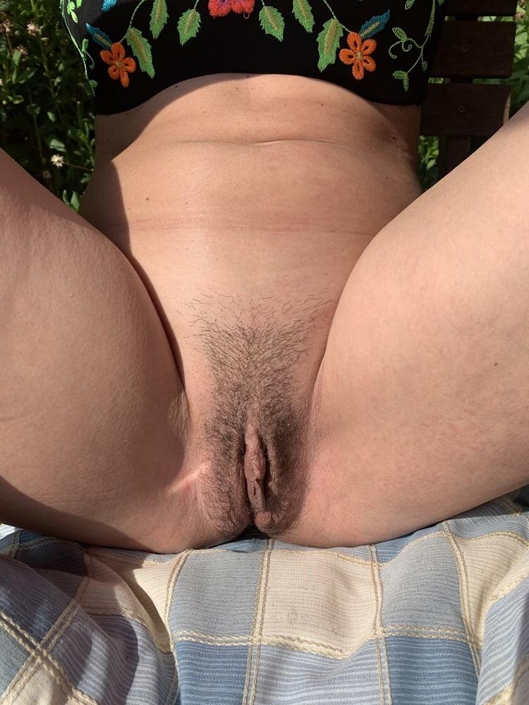 Horny milf pussy - 7 Pics
