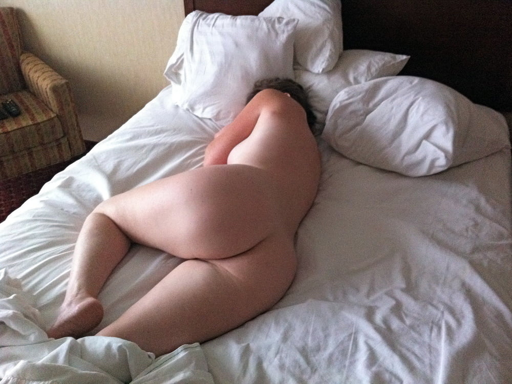 порно фото жопа из под одеяло - 12