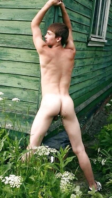 голые мужики у себя на даче фото ежедневно