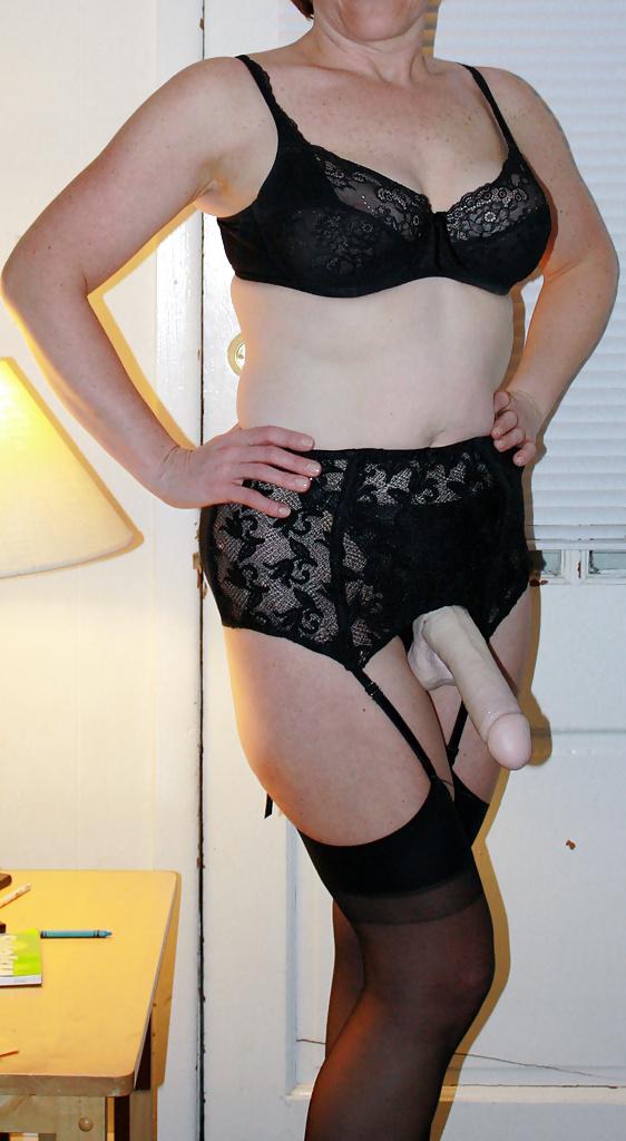 Strapon mature femdom