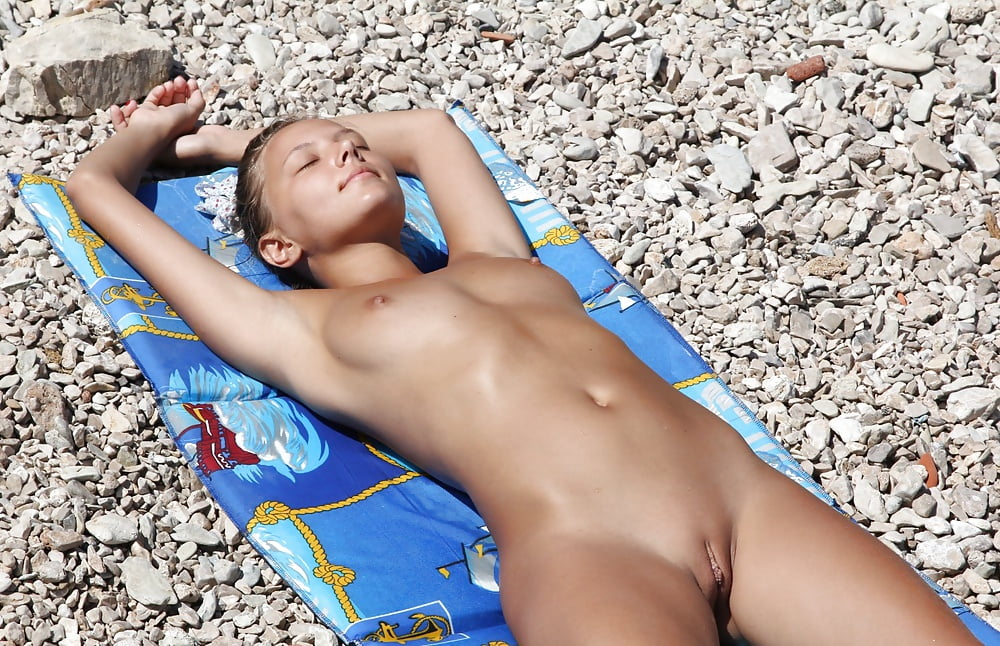 Teen nude sunbathing-4918