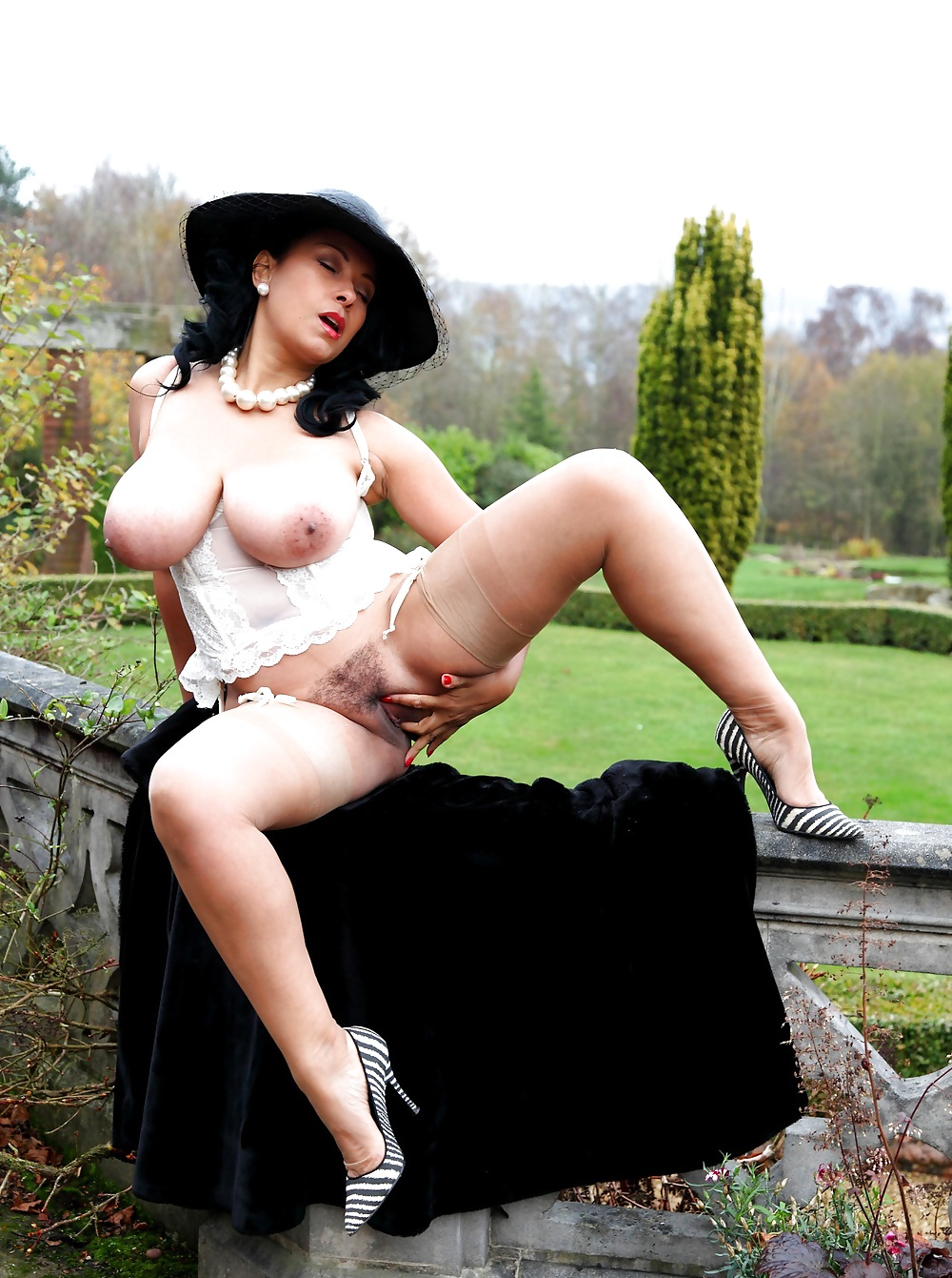 Nude pictures of big lady 11