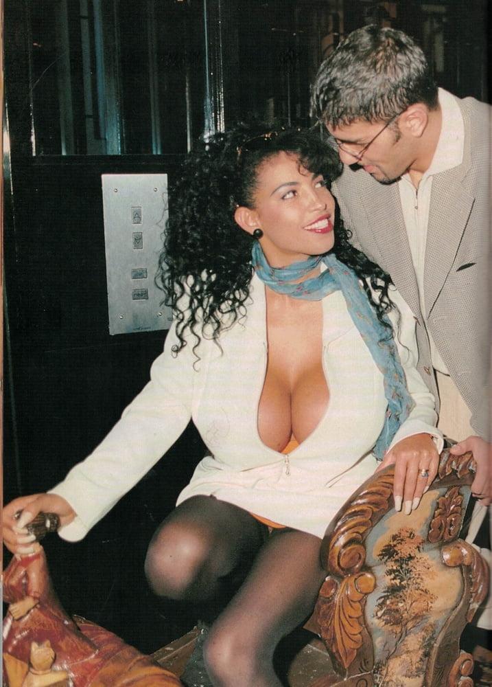 Classic magazine #1022 - big tit thrill - 35 Pics