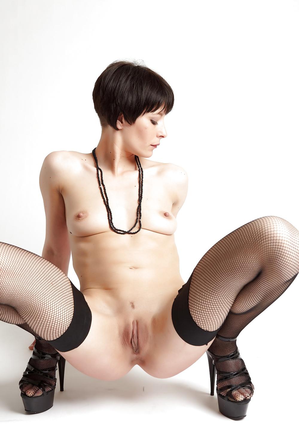 была голые девушки с короткими стрижками раком большие секс