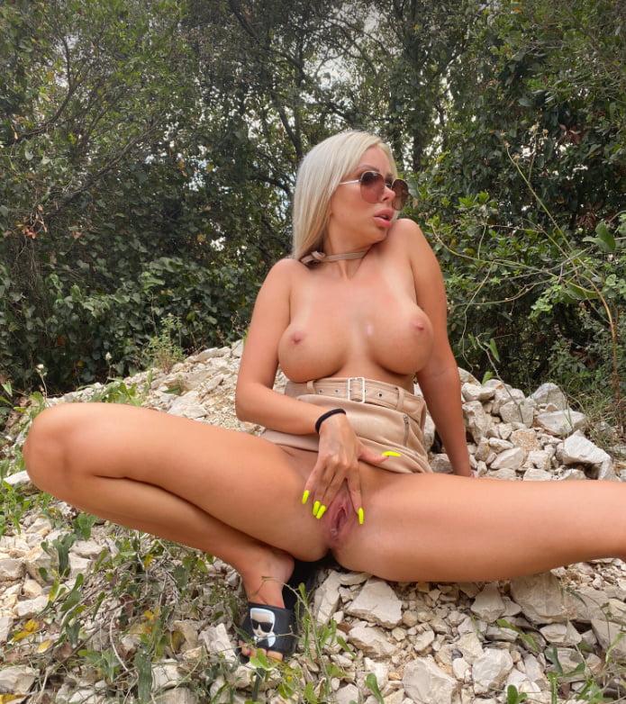 Blonde bimbo Josipa Karimovic
