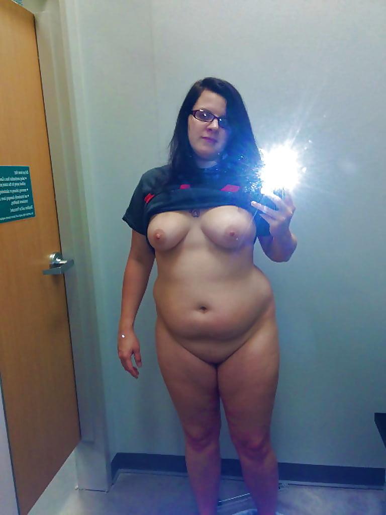 naked-bbw-mom-self-shot