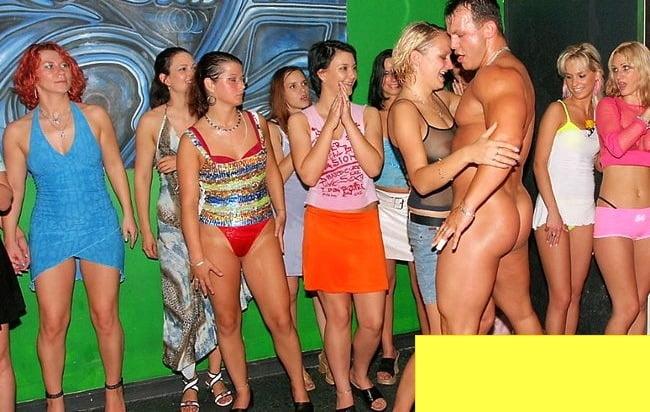 фото вечеринка без одежды общем