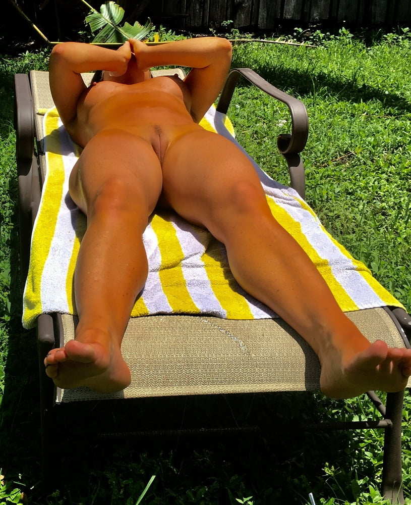 Naked females outside-6195