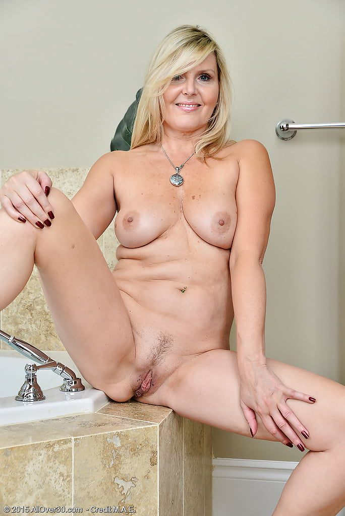 naked-horney-mom-pics-reality-home-sex
