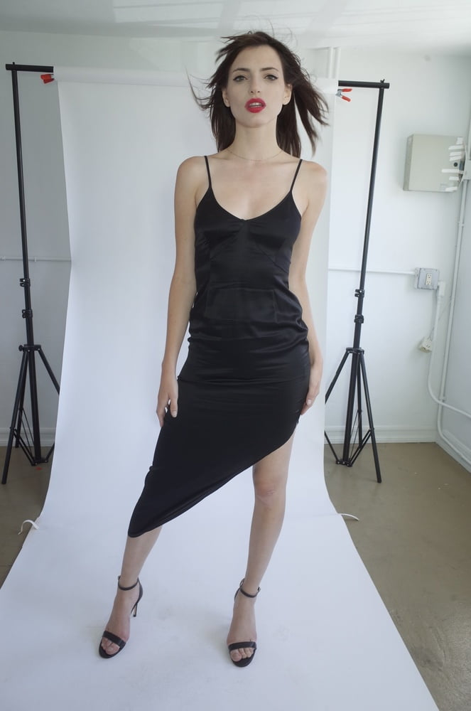 French Clothes Model - 78 Pics