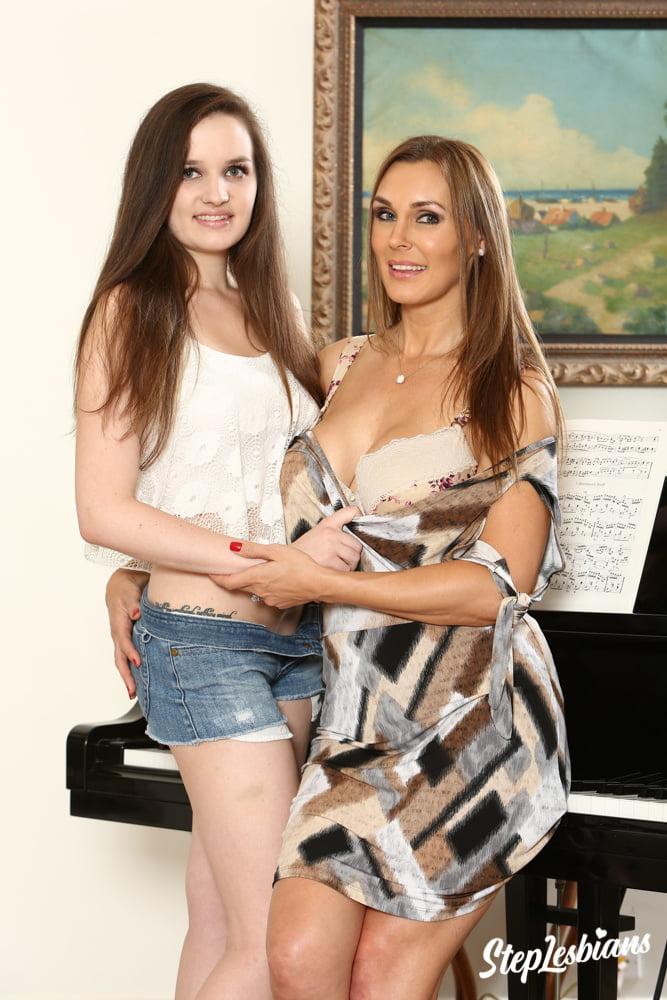 Sexy MILF Tanya Tate Teaches The Art OfClitoral Orgasm - 67 Pics