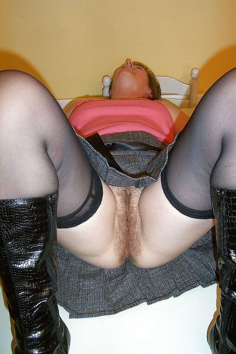 Upskirt In Stockings, No Panties And Hairy Pussy - 19 Pics -3985