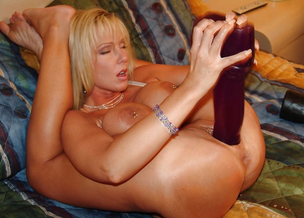 Flexible European Deep Fisting Her Pussy