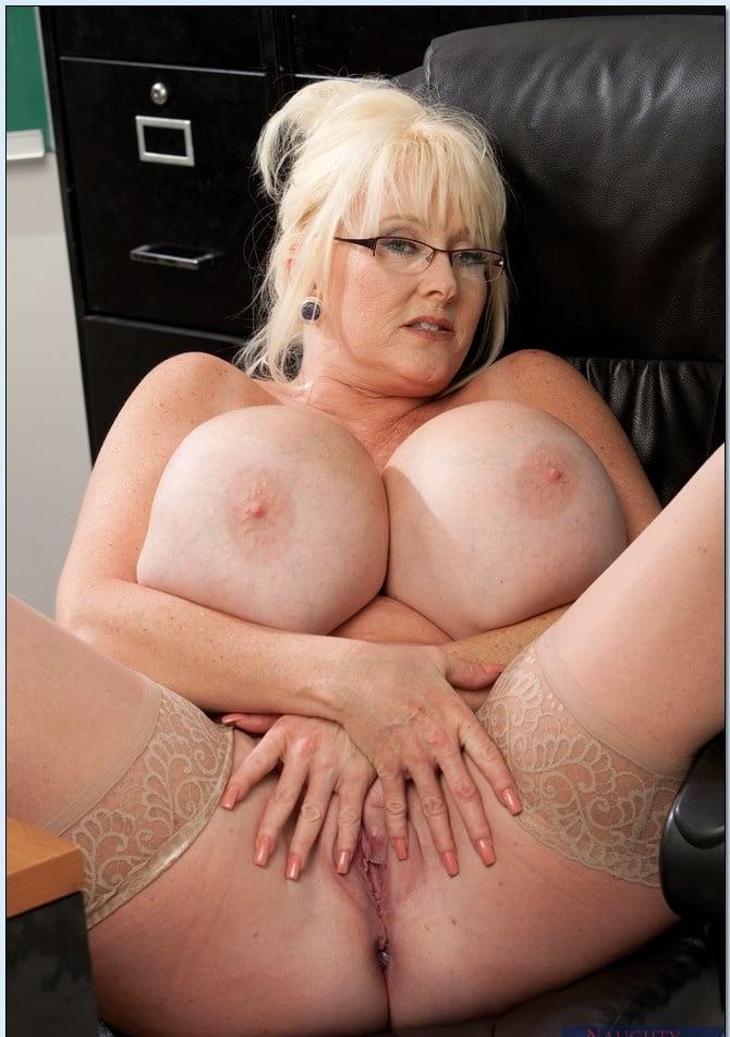 Порно зрелые и красивые дамы с большой грудью