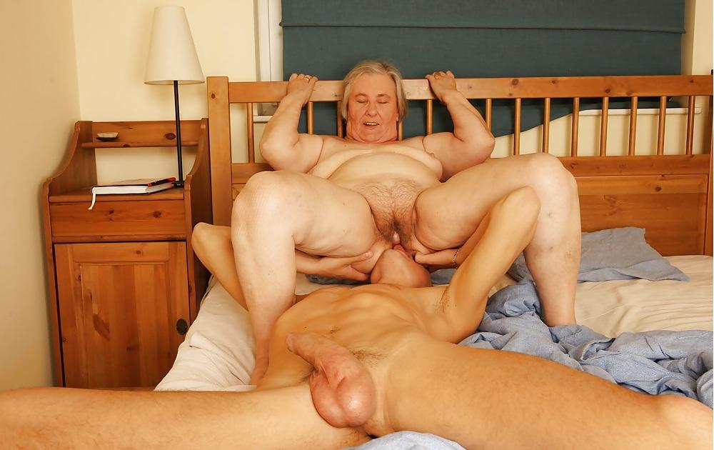Две пожилые женщины один мужчина секс #11