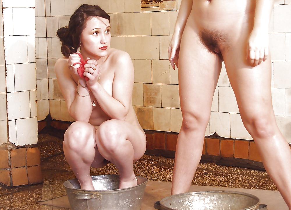 Мылась в тазике а ее снимали на видео порно — photo 2