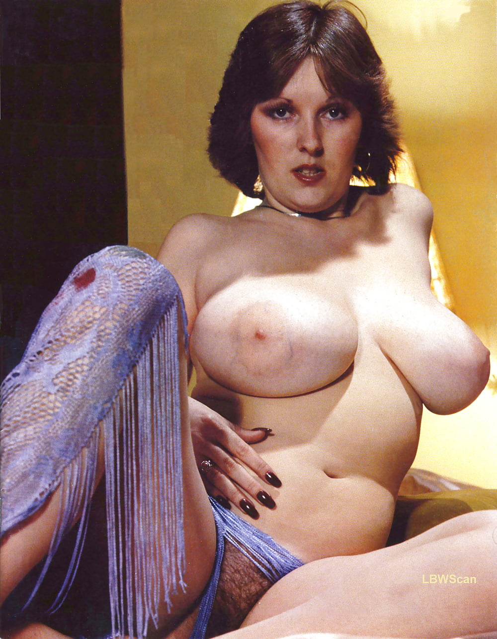 busty-vintage-average-looking-girls-fucking