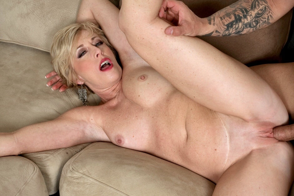Blonde Mature Lady Wants Some Anal Fuck