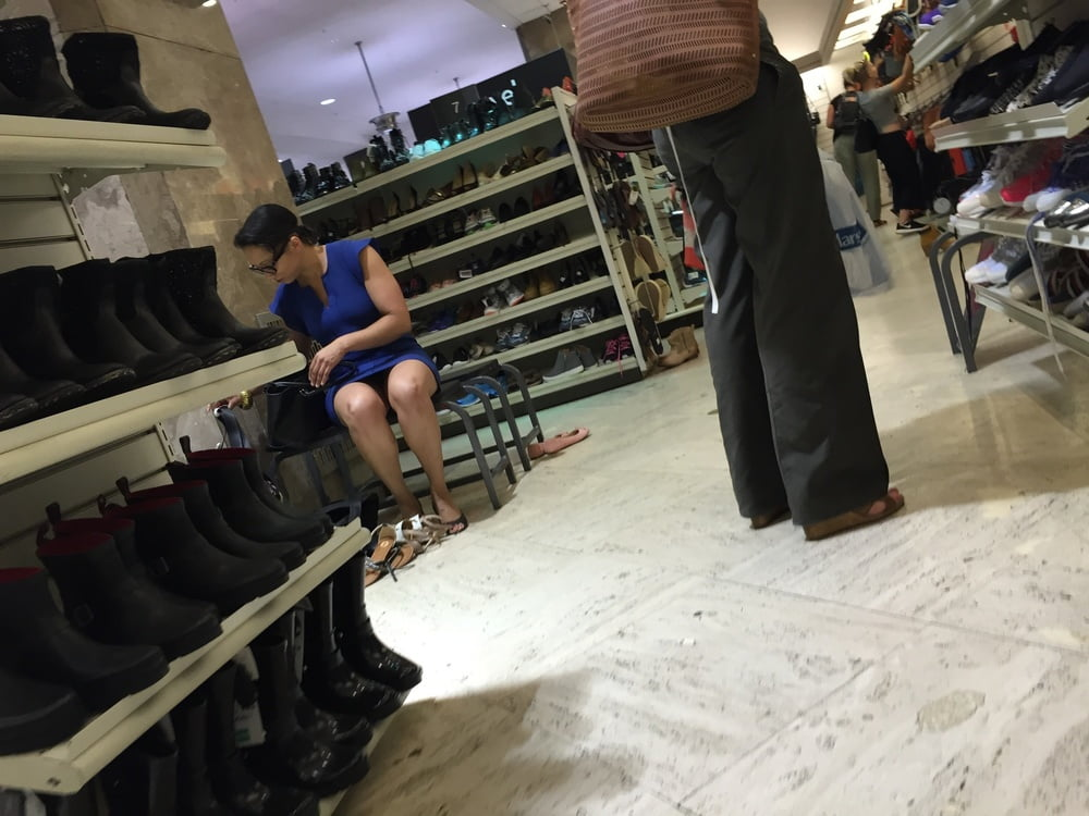 Matures in Shoe Stores - 285 Pics