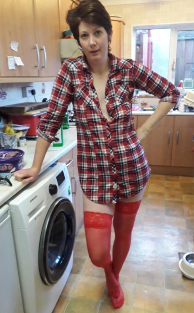 UK MILF Wifey Pantyhose and Short Hair - 41 Pics
