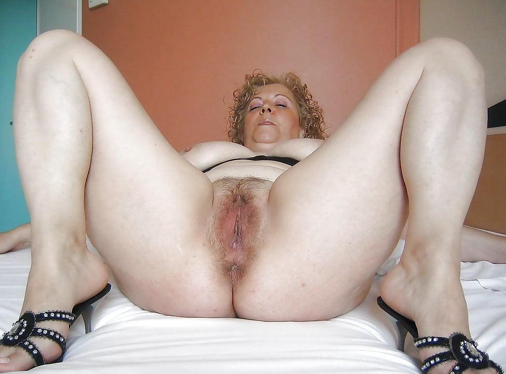 Фото пизды зрелой толстой без лифчик дамы
