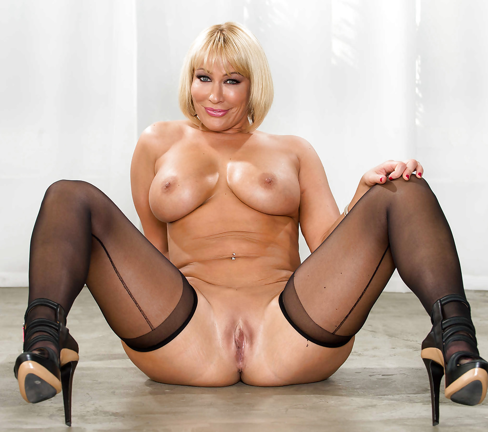 nude-mature-stockings-ill-suck-your-dick-if-you