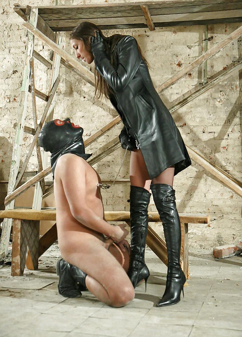 было ничего госпожа-офицерша бьет рабов моя