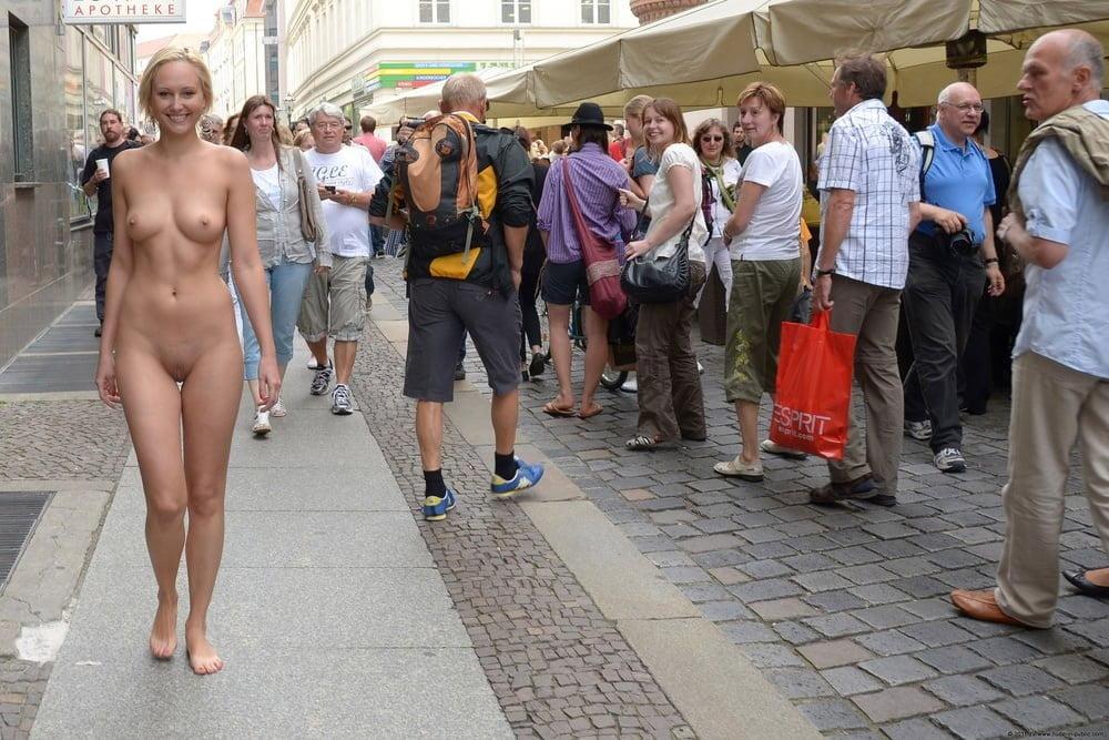 women-pantsed-in-public-nude