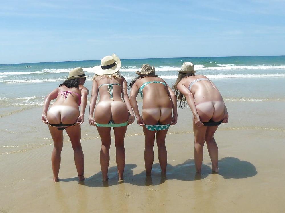 Amatuer women mooning nude