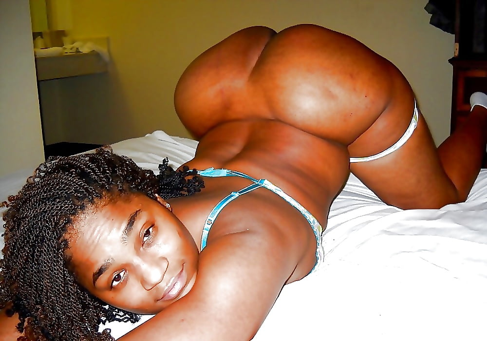 thick-black-girlfriend-nude