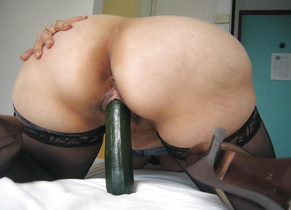 Порно видео зрелая дама с дилдо, ебет искусственную вагину