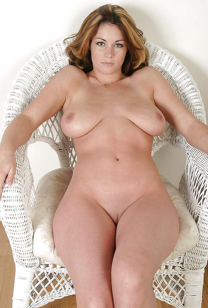 дама показывает фото зрелых полных дам в обнаженном виде обожают, когда ебут