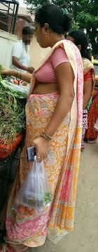 Side boobs in saree - 40 Pics