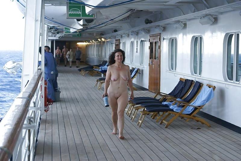 Cruise ship adventures fucking and sucking around