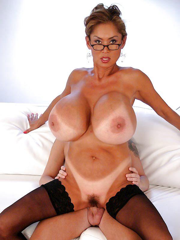 зрелая азиатка с большой грудью онлайн