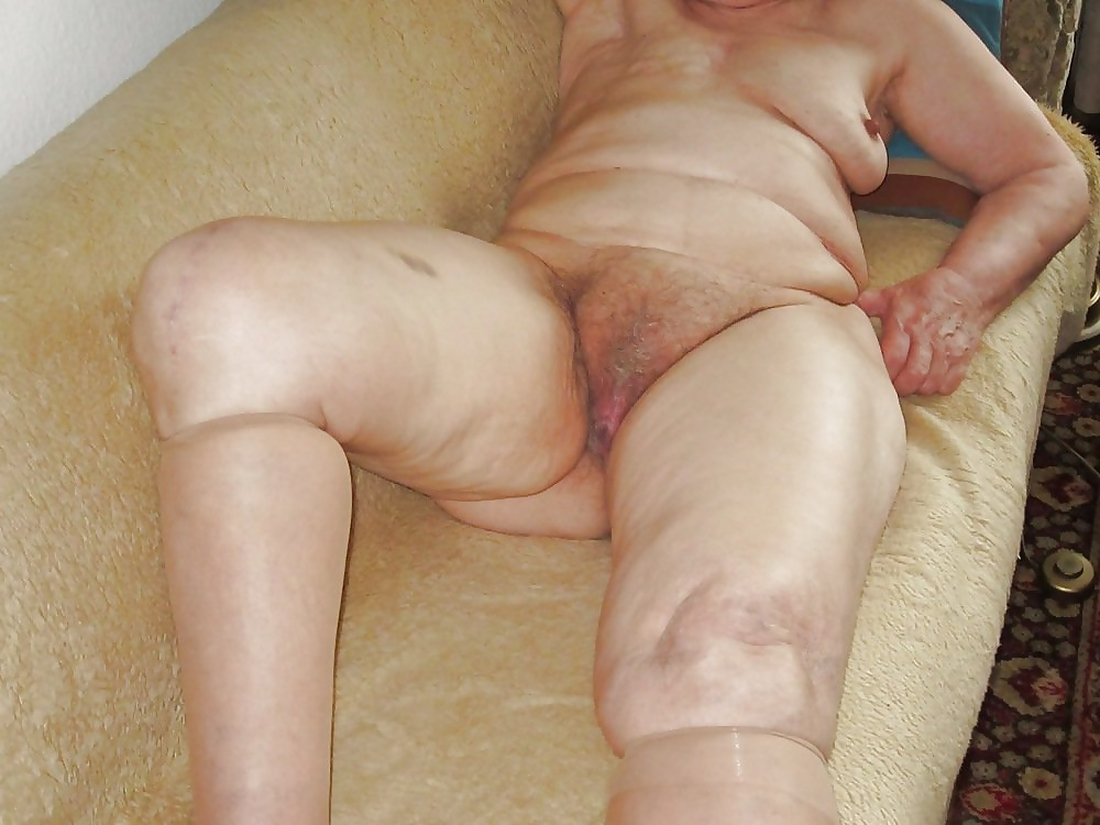 girls-hidden-granny-pussy-italian-topless