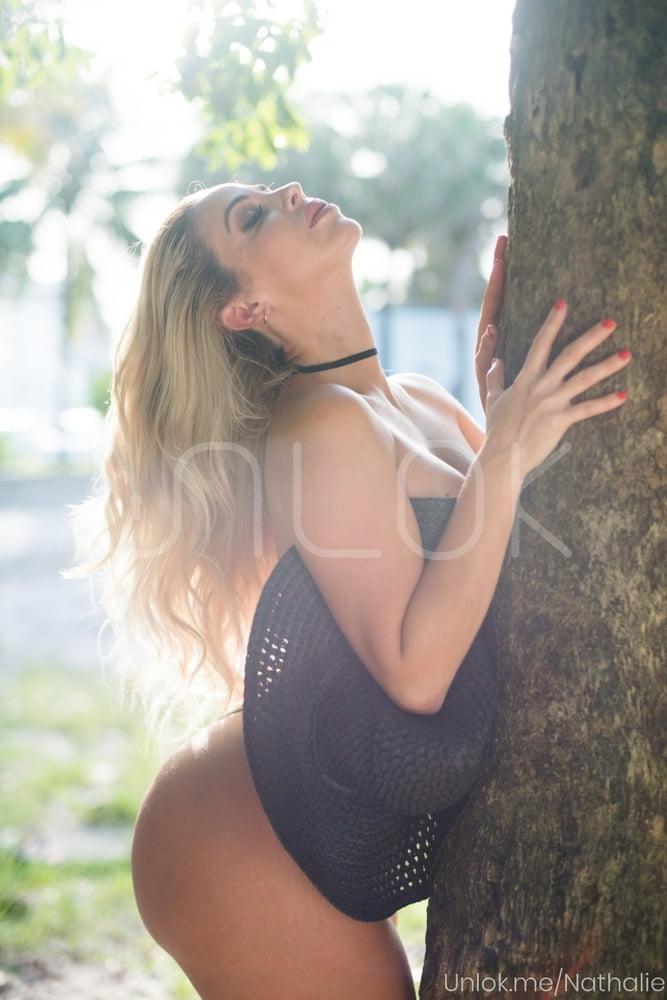 Nathalie Sanchez- 17 Pics