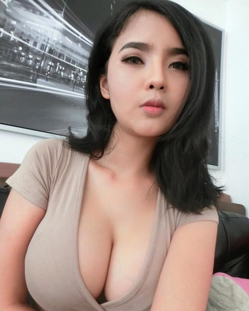 big boob girl thai