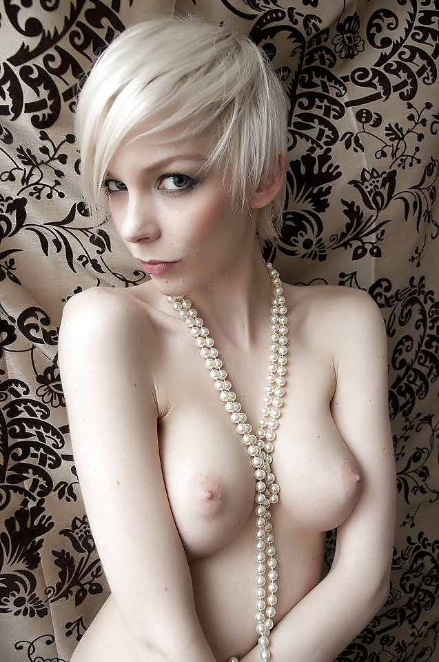 nude-sexy-naked-short-haired-white-girl